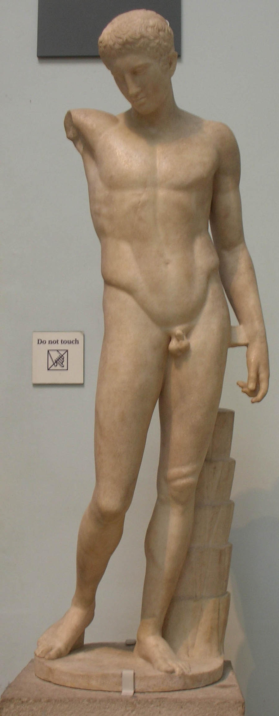 Male Nude Statue 101