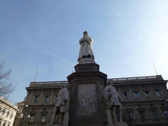 Leonardo de Vinci statue by photodash