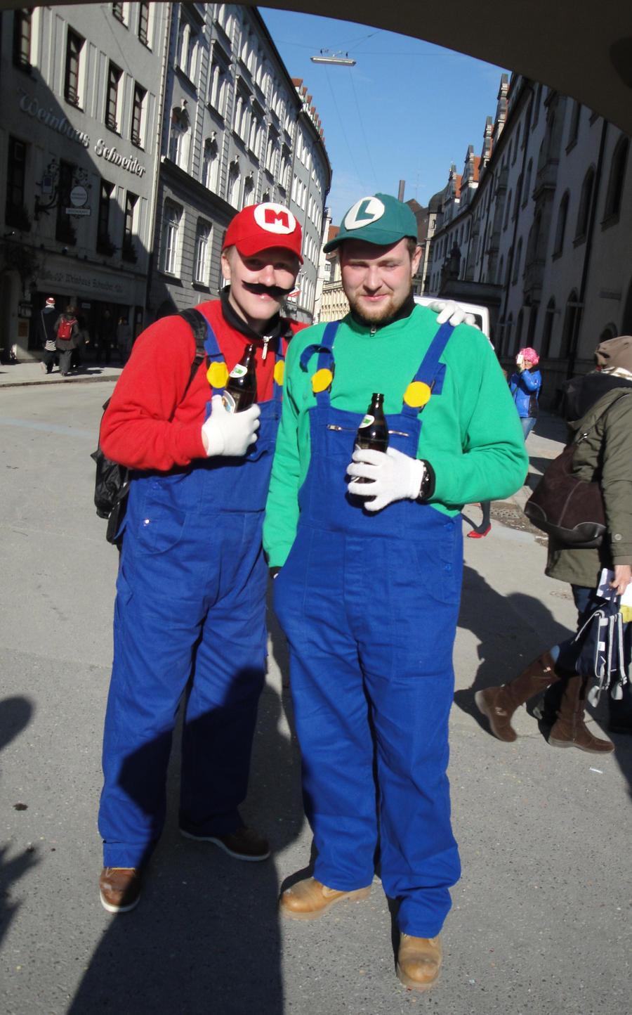 and luigi cosplay Mario