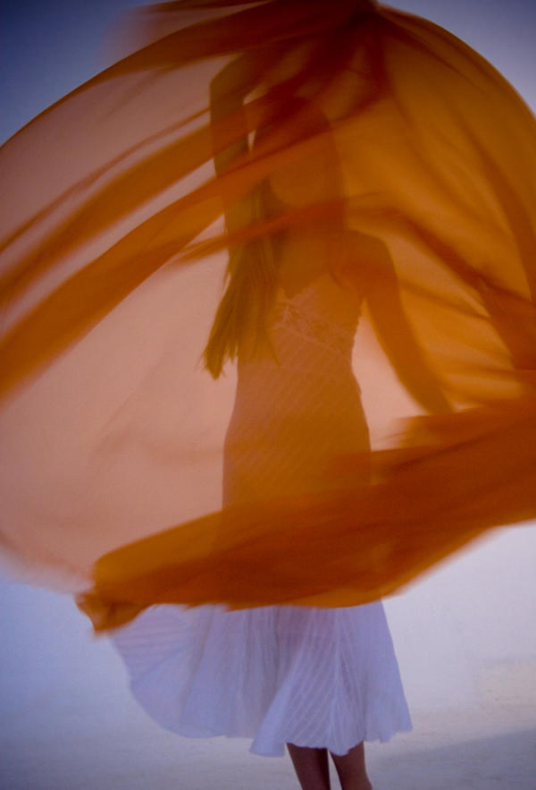 Dancing by Camilaferraz