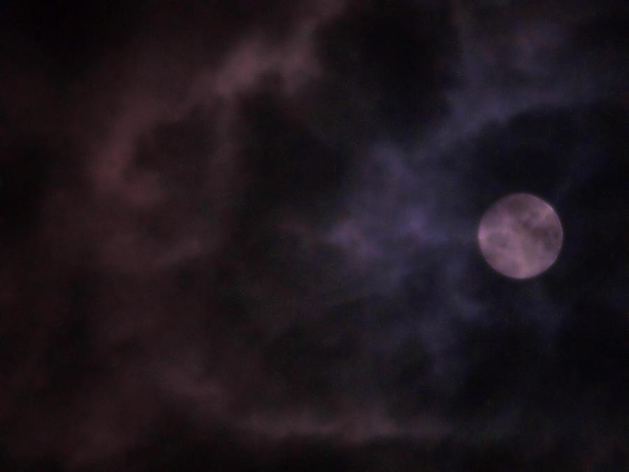 smokey moon tonight by crimsonravenwarrior
