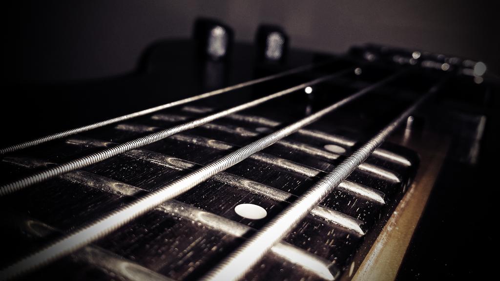 Bass Guitar - 4k Desktop Wallpaper by matijadananic