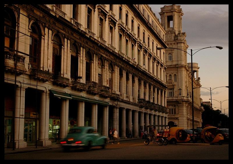 city of columns by EstacionEsperanza