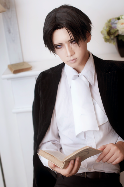Levi Rivaille Cosplay (Reika Arikawa) by aoichandesu