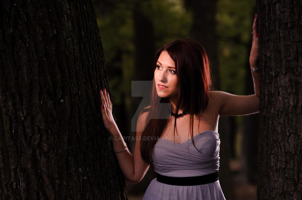 Sara in Wonderland by capita93