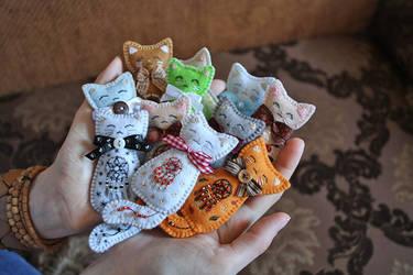 A bunch of kitten brooches by Ailinn-Lein