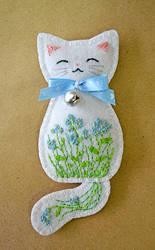 Forget-me-not Meadow Kitten felt brooch