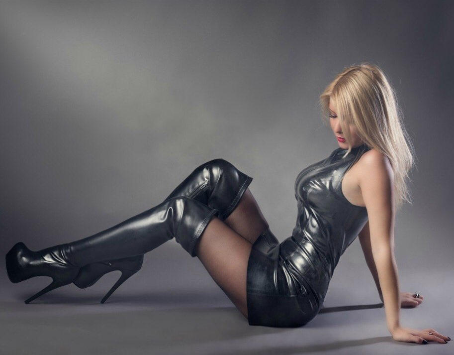 Babes In Boots Pics