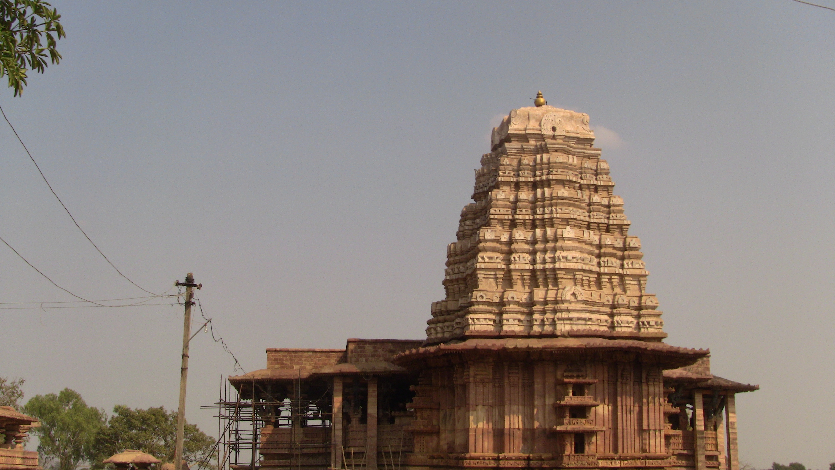 Gopuram by leostarkoneru