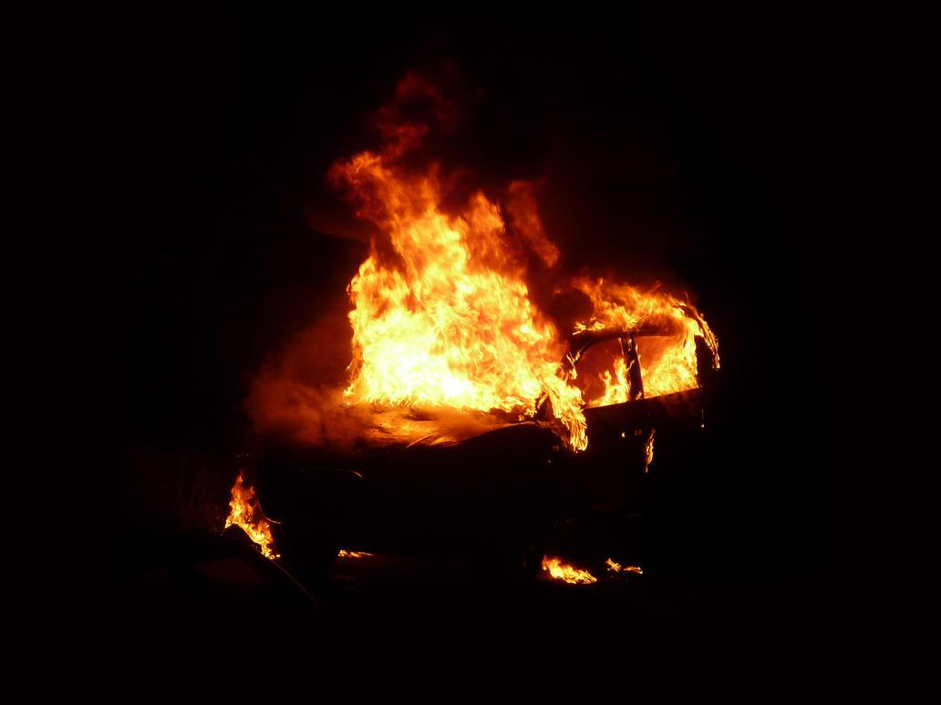 Il Jk di Dariob è andato in fiamme? Burning_car_1_by_iii_hathor_iii-d54jch3