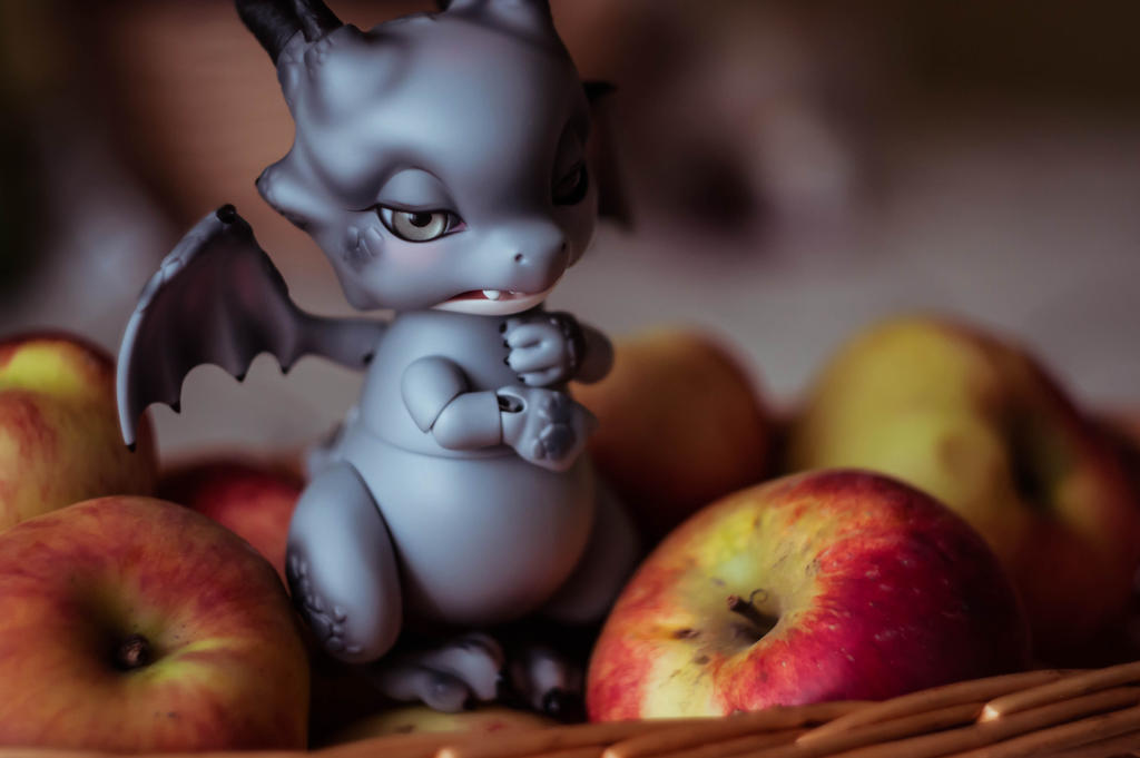 Autumn dragon by Youji-hime