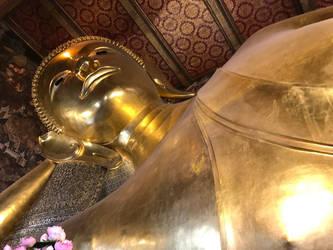 Reclining Buddha by jthz
