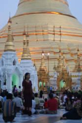 shwedagon stupa prayer time by shanti1971