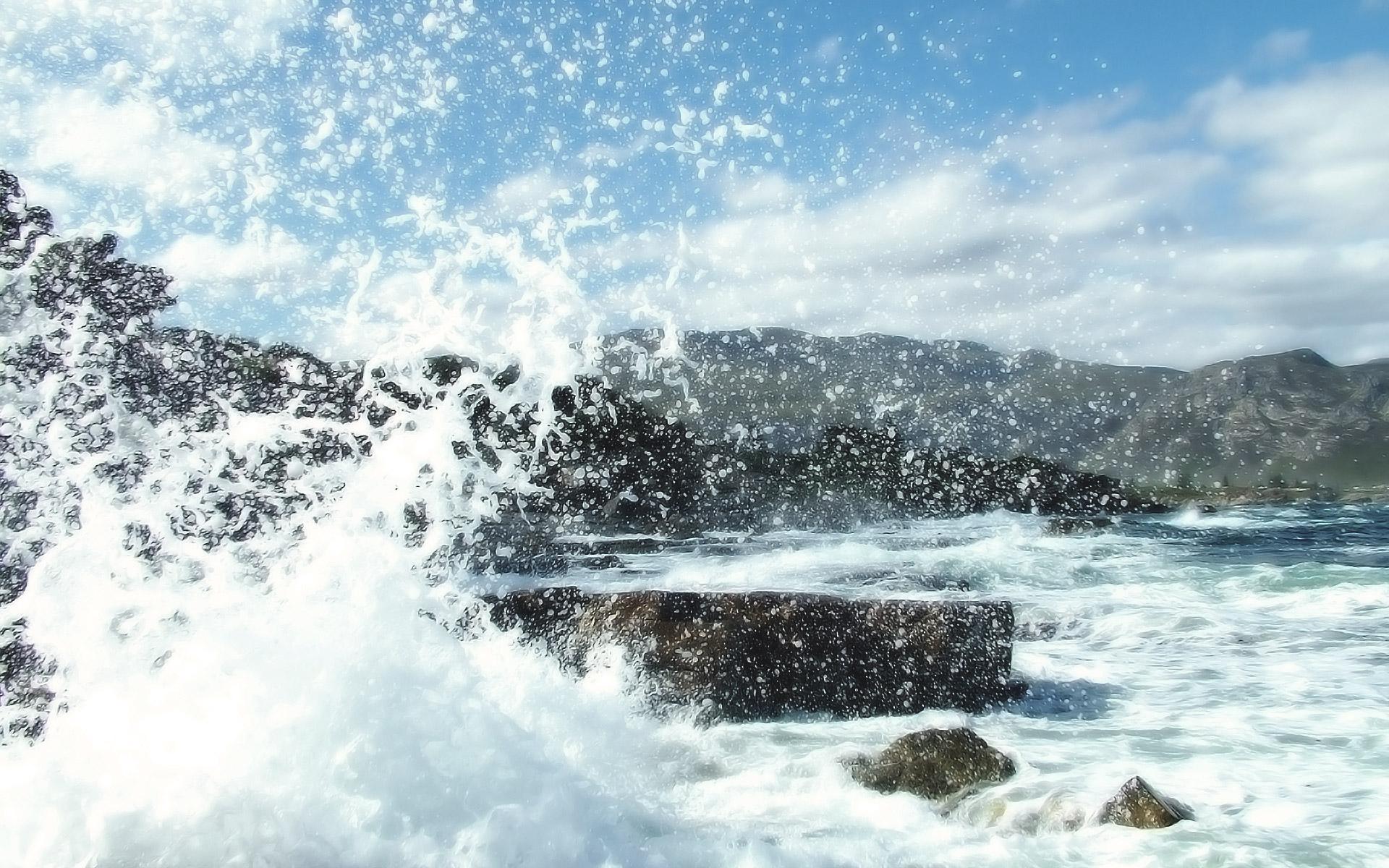 Crashing Waves by ryanstfu