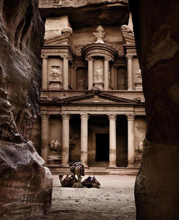 Beside the Treasury by davidsant