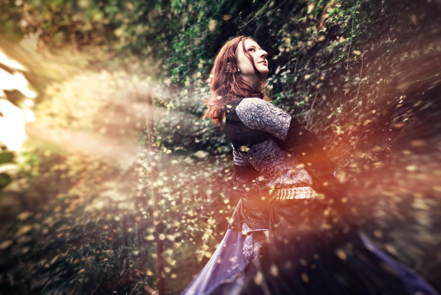 Elven gown in motion again by Ryzhervind