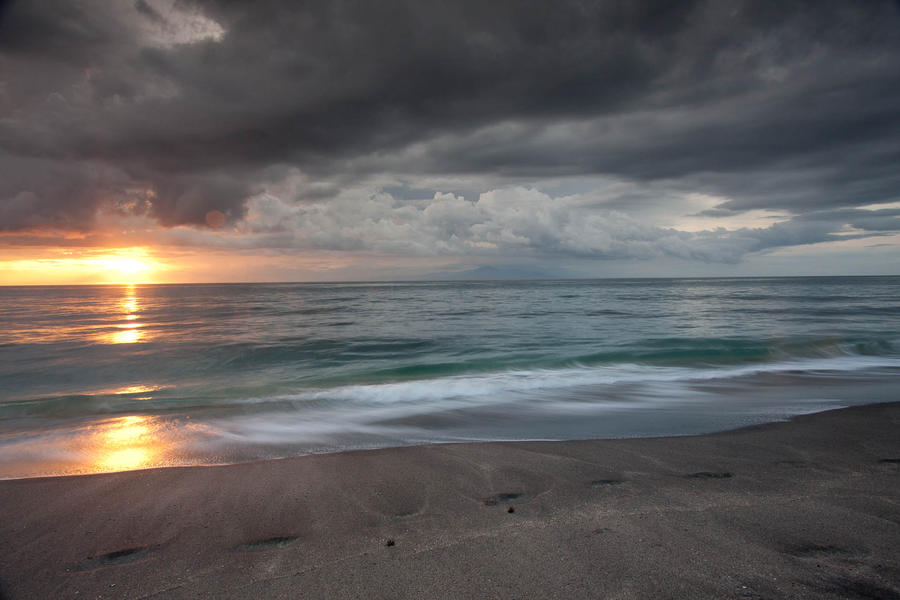 Endless Ocean Waves by kyl191