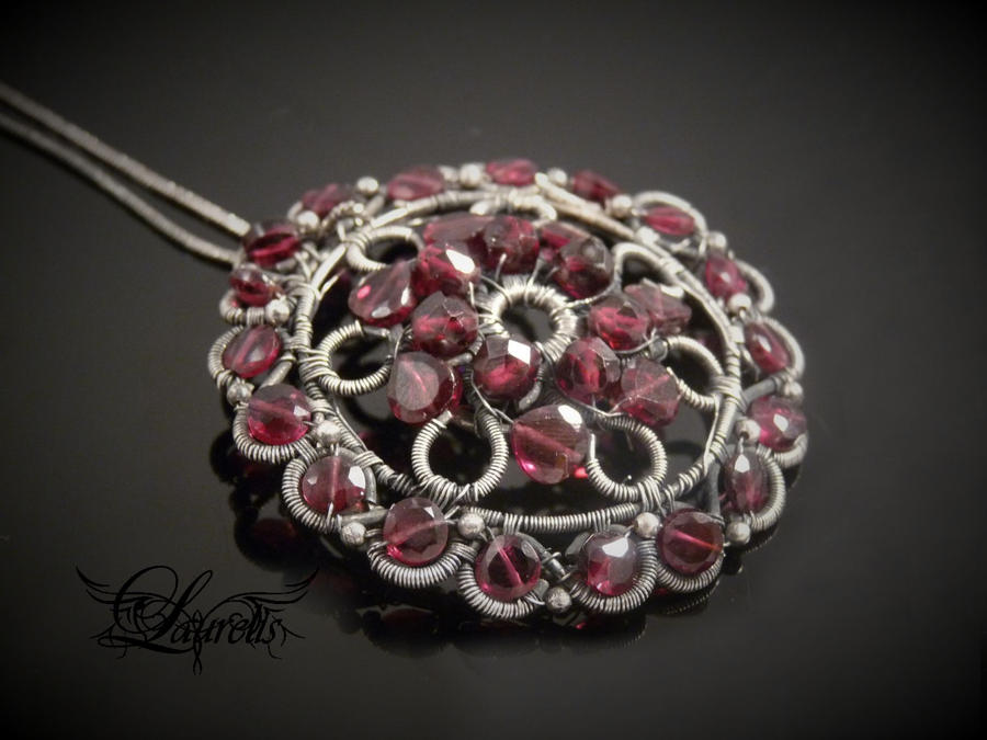Garnet rose by Laurelis