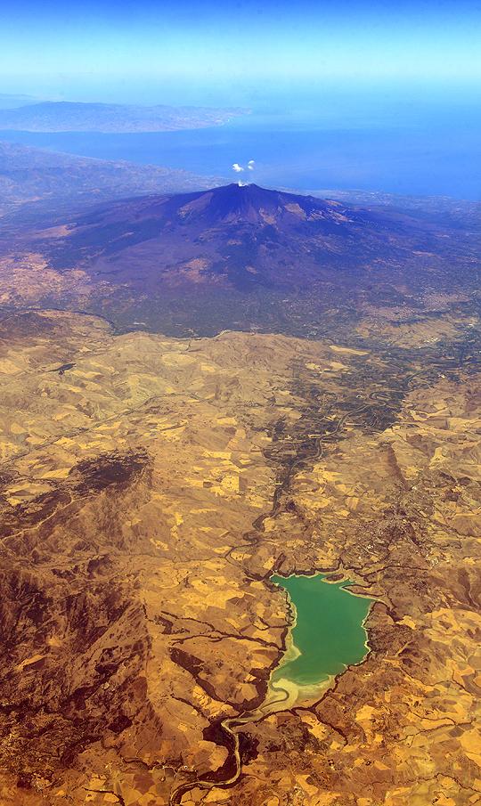 Volcaniscape by Exileden