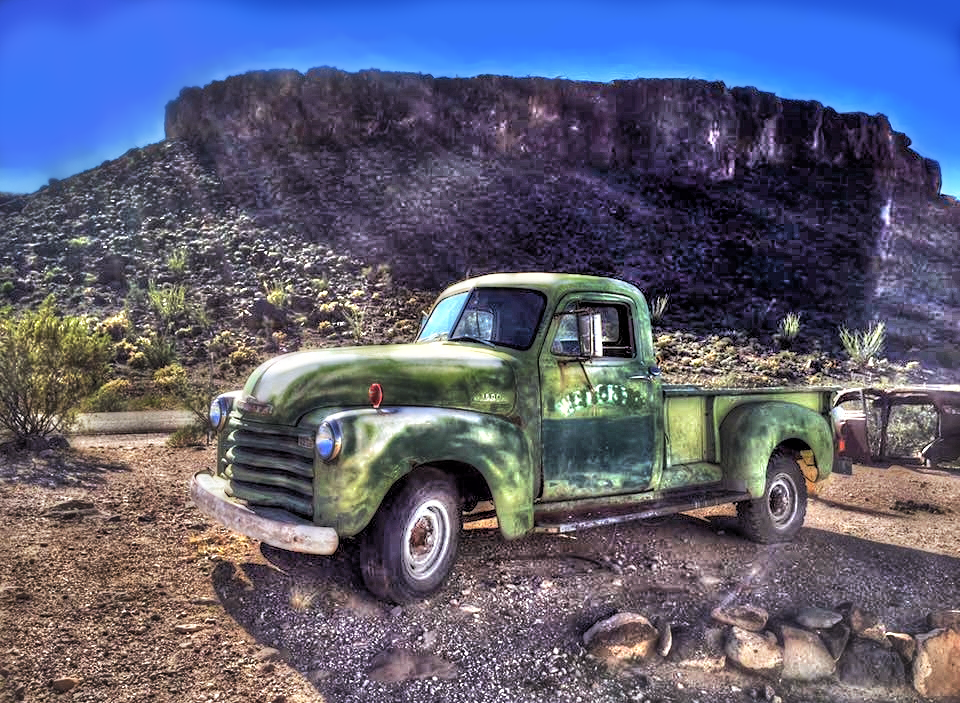 Green old truck HDR by evrengunturkun