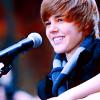 http://fc06.deviantart.net/fs51/f/2009/314/c/2/Justin_Bieber_17__icon_by_donttrustlizzie.png
