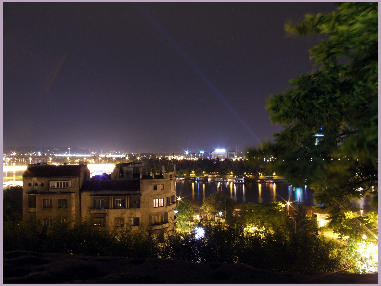 VOLIM BEOGRAD... - Page 10 Beograd_at_Night_by_Olovni
