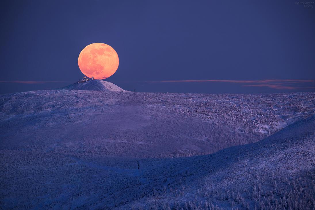 Moon Rise above Sniezka mountain by Sesjusz