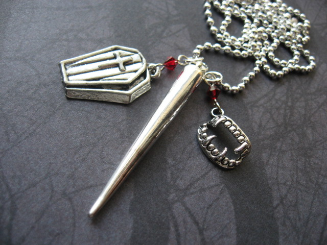 Vampire Slayer Necklace by SpellsNSpooks