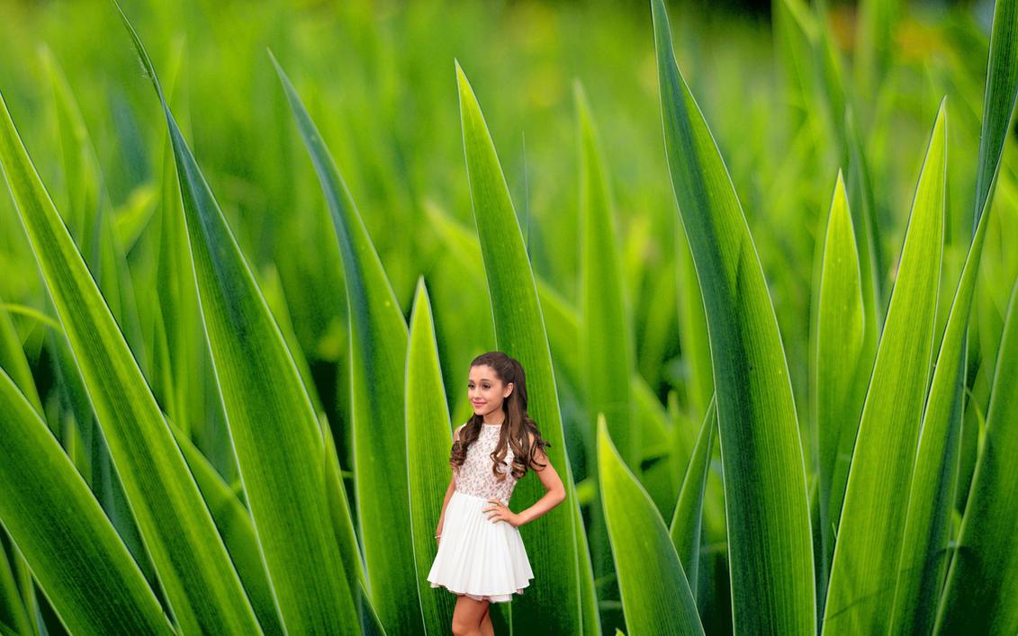 Shrunken Ariana Grande in Grass! by randomstuff126