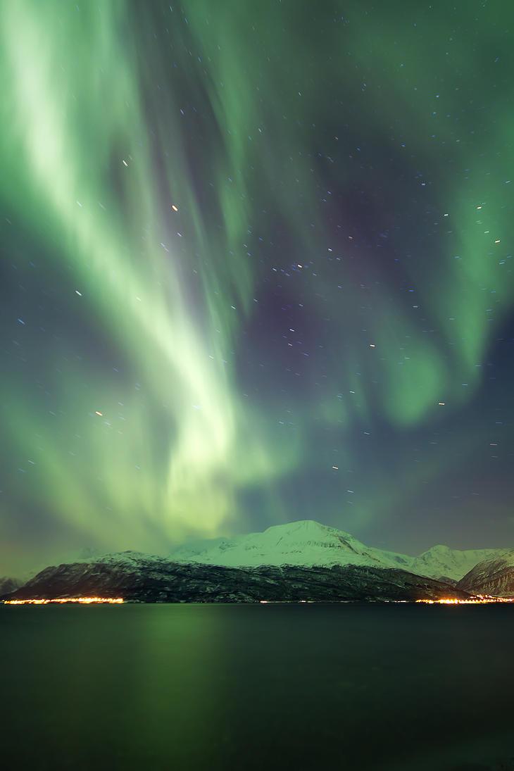 Midwinter Lights by villekroger