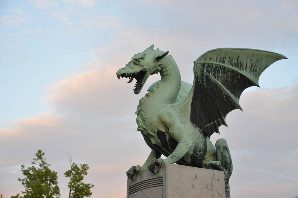 Dragon statue by Very-Free-Stock