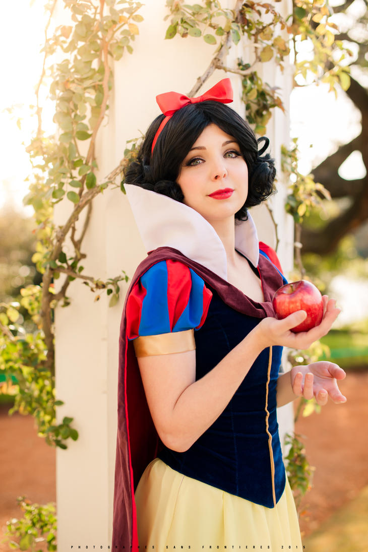 The Red Shoe Snow White