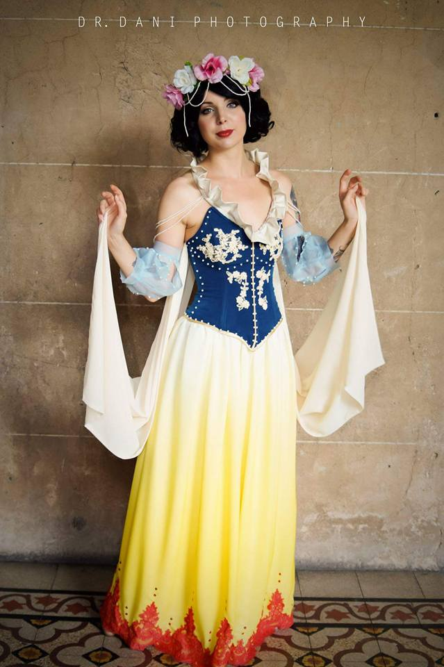 Art nouveau Snow White : Cosplay by Thecrystalshoe