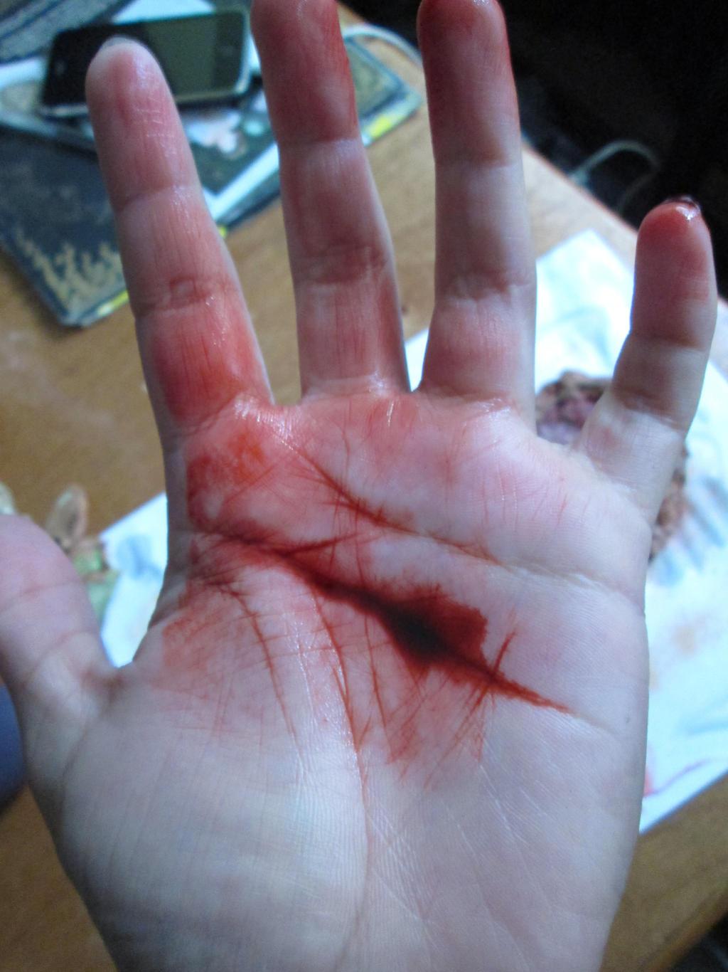 how to make fake cuts on skin