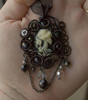 Asymmetric skull cameo by ukapala