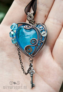 Steampunk heart with a key 3