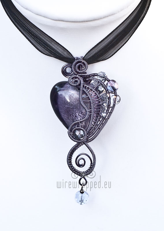 Purple heart in purple wire by ukapala