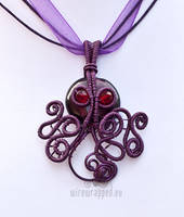 Purple Cthulhu pendant by ukapala