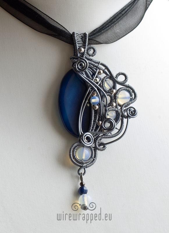 Blue agate gothic pendant by ukapala