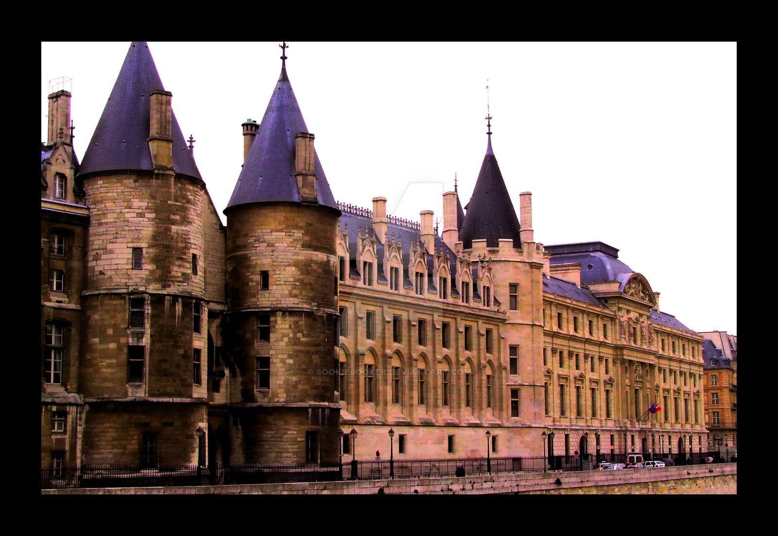 Building in Paris 2