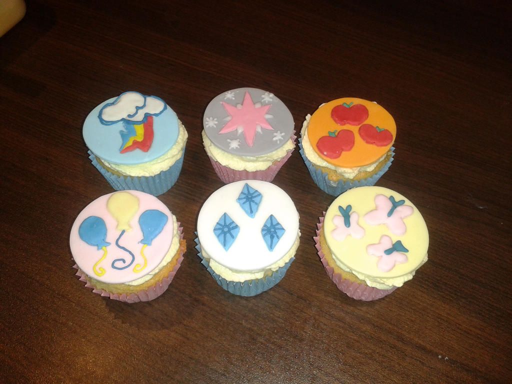 Cupcakes! Cupcakes! Cupcakes! by SonicRainPwn