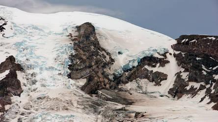 Glaciers of Mt. Rainier by vmulligan