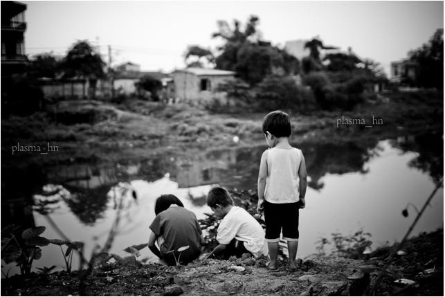 Children in Cu Da village by plasmahn