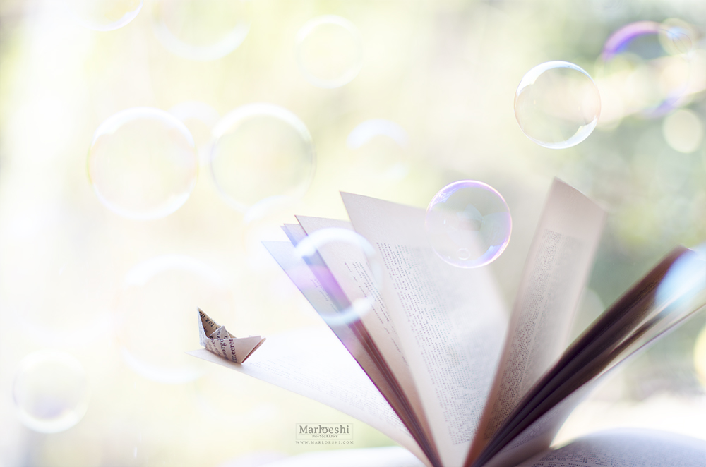 Between the pages by Marloeshi