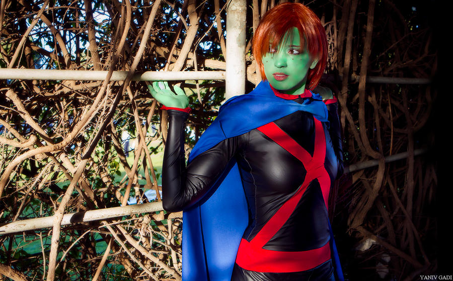 Miss Martian - Watch Your Back by Para0Doll
