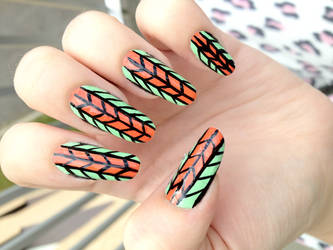 Green and orange nails by NnNiLe