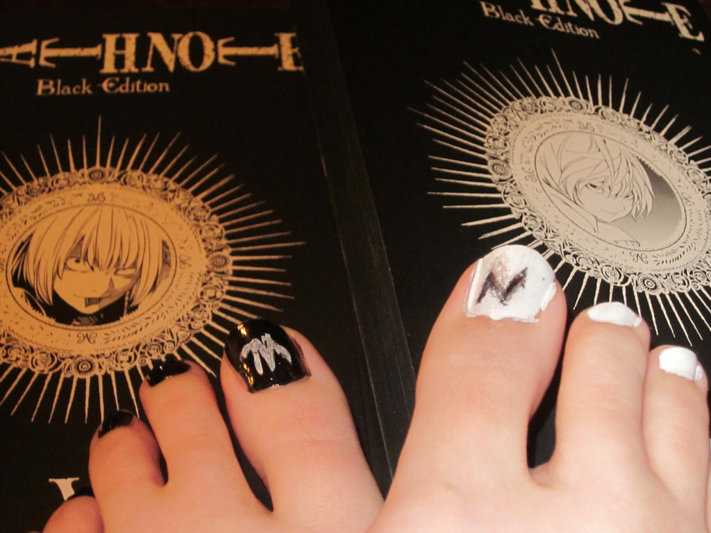 Death Note Toe Nails- Mello/Near by tay-bear on DeviantArt