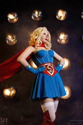 DC Bombshells Wonder Woman and Supergirl