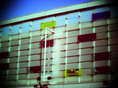 Paljon opaalilasi-ikkunoita