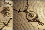 Bee Catchers Necklace by hrekkjavakaastarkort